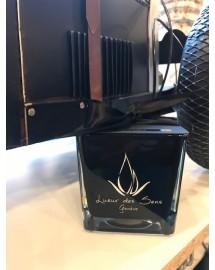 bougie parfumée cuir ambré carré moyen noir exclusive