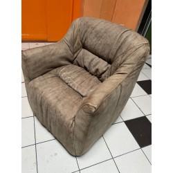 ruffed dining chair warrior 76x92x73cm
